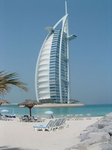 Burj al arab famous sailboat hotel in dubai arab emirates for Sail shaped hotel dubai